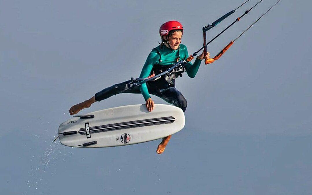 LA OPINIÓN   El esteponero Keanu Merten, en la elite del kitesurf a sus 15 años